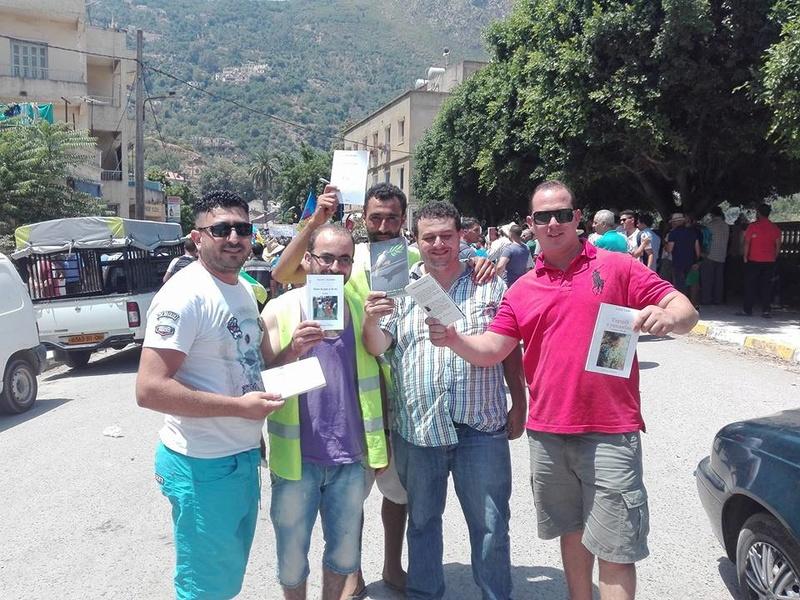 Ces algériens civilisés: un livre à la main, main dans la main! AOKAS 29 JUILLET 2017 - Page 2 1121