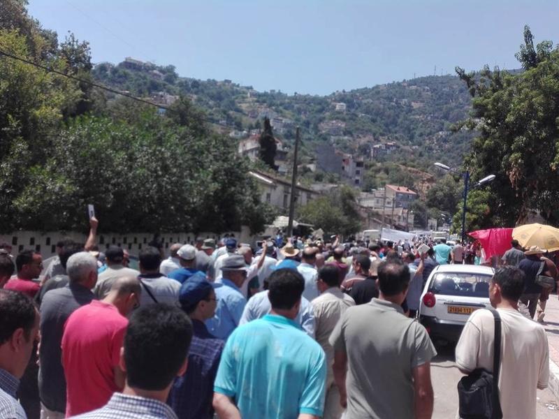 Ces algériens civilisés: un livre à la main, main dans la main! AOKAS 29 JUILLET 2017 - Page 2 1122