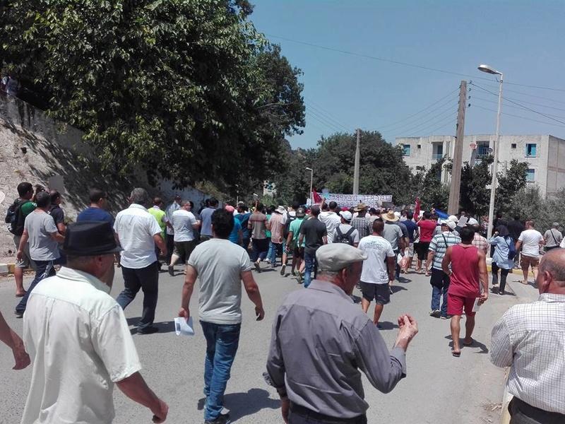 Ces algériens civilisés: un livre à la main, main dans la main! AOKAS 29 JUILLET 2017 - Page 2 1134