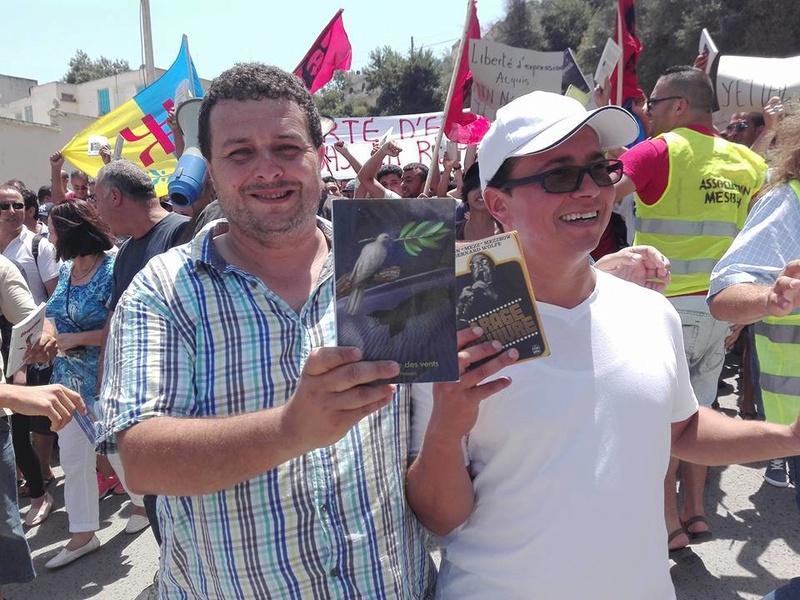 Ces algériens civilisés: un livre à la main, main dans la main! AOKAS 29 JUILLET 2017 - Page 3 1140