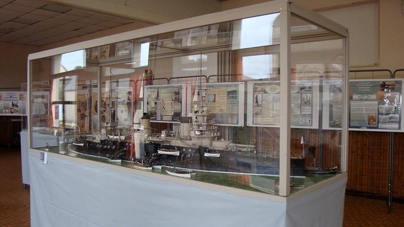 diorama: le cuirassé BOUVET au mouillage en rade de Lorient - Page 2 Dsc05910