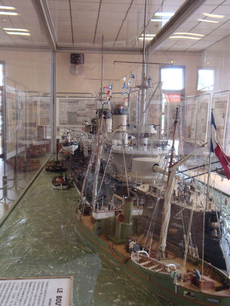 diorama: le cuirassé BOUVET au mouillage en rade de Lorient - Page 2 Dsc05914