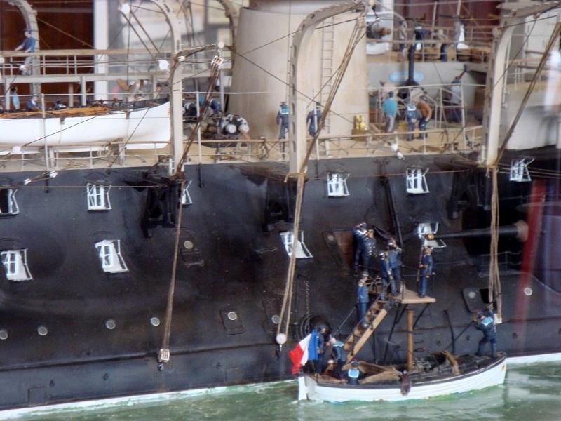 diorama: le cuirassé BOUVET au mouillage en rade de Lorient - Page 2 Dsc05915