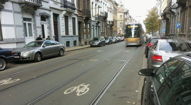 Le long des rails du tram Espace10