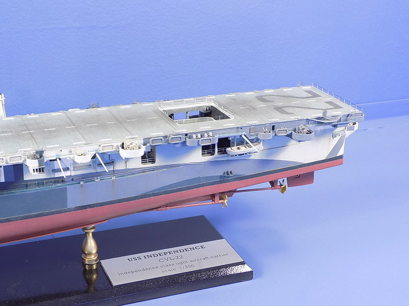 USS INDEPENDENCE CVL22 DRAGON 1/350 - Page 7 Dscn0528