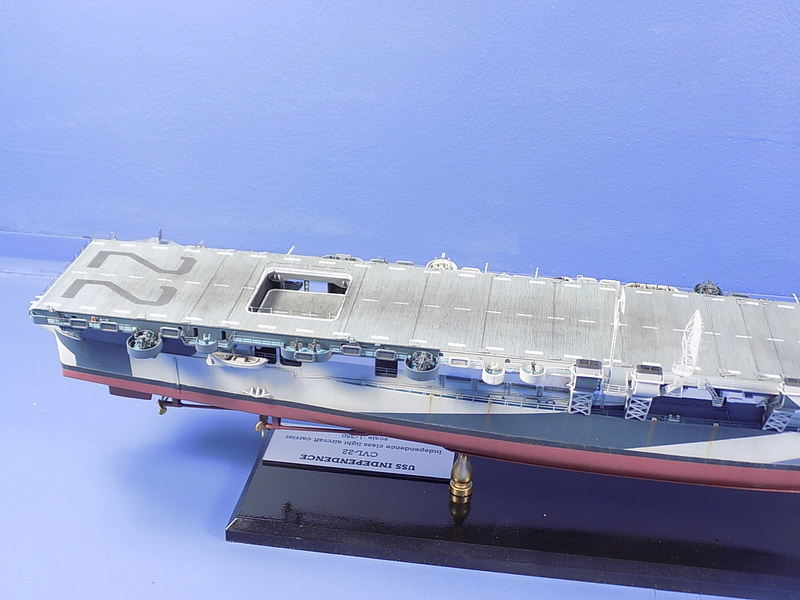 USS INDEPENDENCE CVL22 DRAGON 1/350 - Page 7 Dscn0531