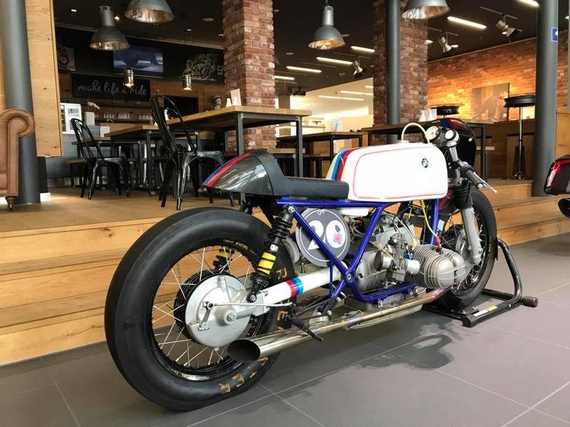 C'est ici qu'on met les bien molles....BMW Café Racer - Page 5 218