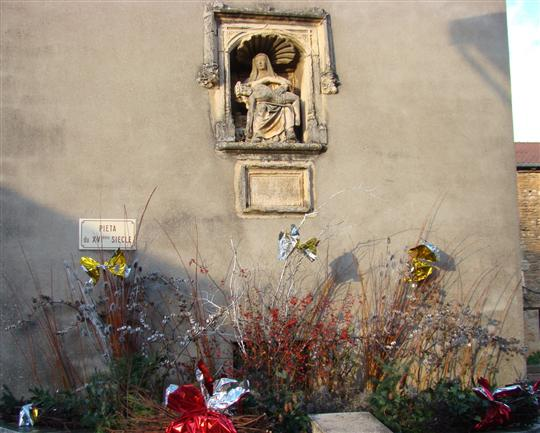 BURGY  Le village décoré par Vallons ensemble Dfdfqg10