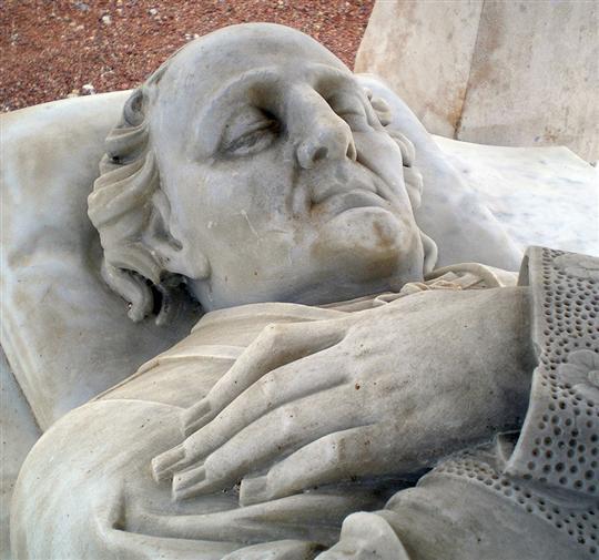 Le gisant de Lugny aux Monuments historiques ? Le-gis10