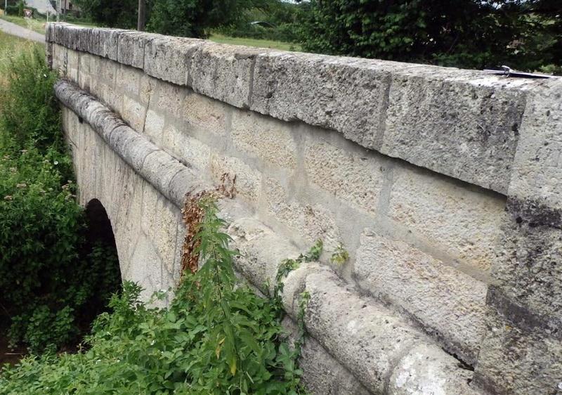 """Lugny (71) : """"Les images du petit patrimoine bâti non protégé de la commune"""" (site internet du """"JSL""""). Pont-s10"""