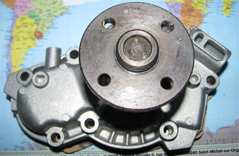 Pompe à eau moteur J8S 11_pom10