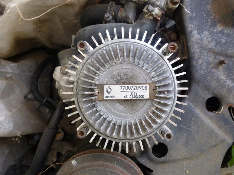 Pompe à eau moteur J8S 14_p1110