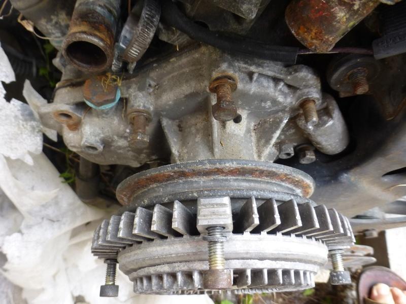 Pompe à eau moteur J8S 17_p1110