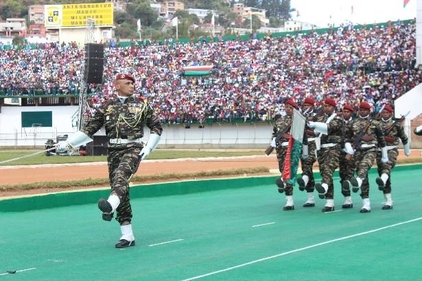 L'armée de Madagascar. - Page 3 022