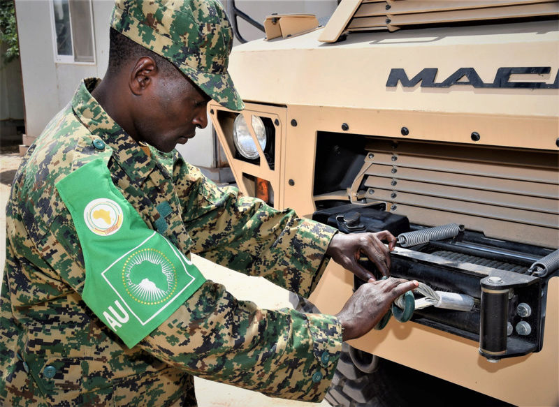 Armée Ougandaise/Uganda Peoples Defence Force (UPDF) - Page 5 0b10