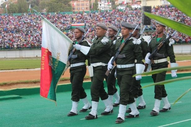 L'armée de Madagascar. - Page 3 1111