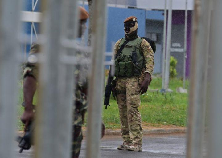 Les Forces de défense et de sécurité de Côte d'Ivoire - Page 5 1159