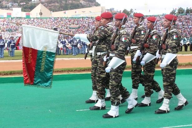 L'armée de Madagascar. - Page 3 116