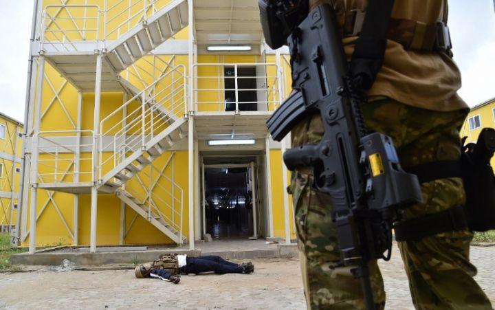 Les Forces de défense et de sécurité de Côte d'Ivoire - Page 5 1342