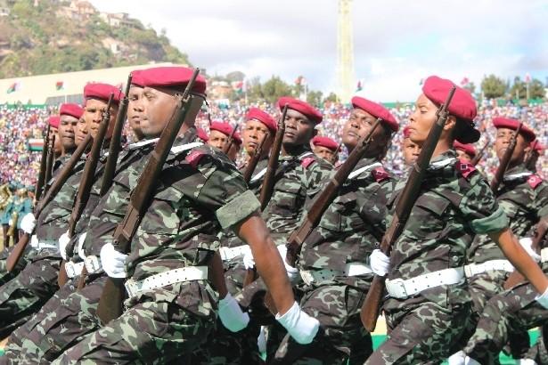 L'armée de Madagascar. - Page 3 1511