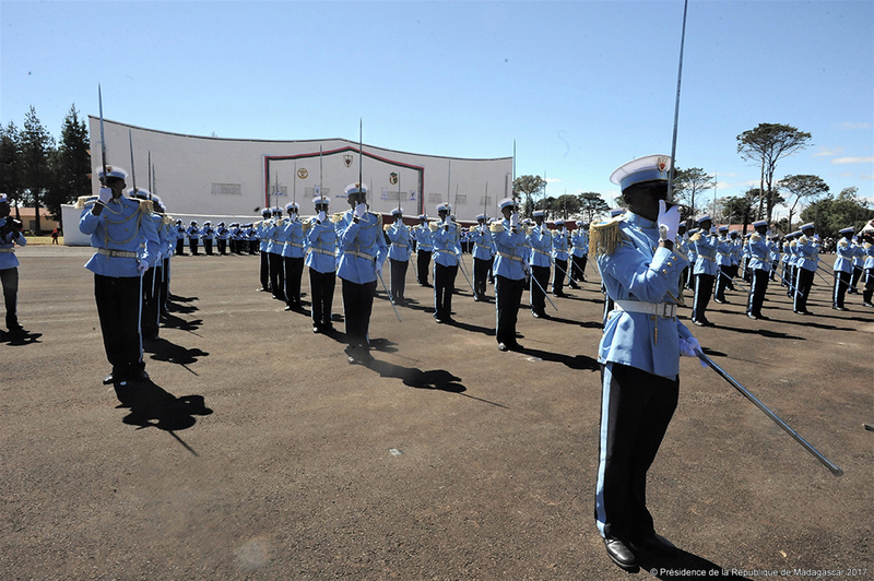 L'armée de Madagascar. - Page 3 2040