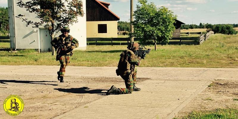 Armée Belge / Defensie van België / Belgian Army  - Page 12 2052