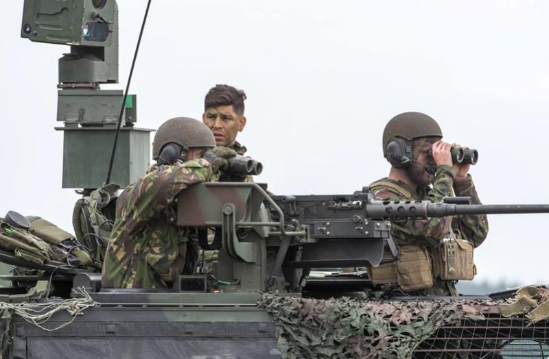 Armée Hollandaise/Armed forces of the Netherlands/Nederlandse krijgsmacht - Page 20 2085