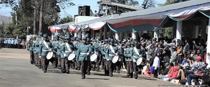 L'armée de Madagascar. - Page 3 2133