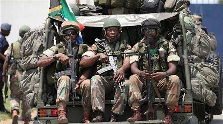 Forces Armées Camerounaises - Page 5 22103