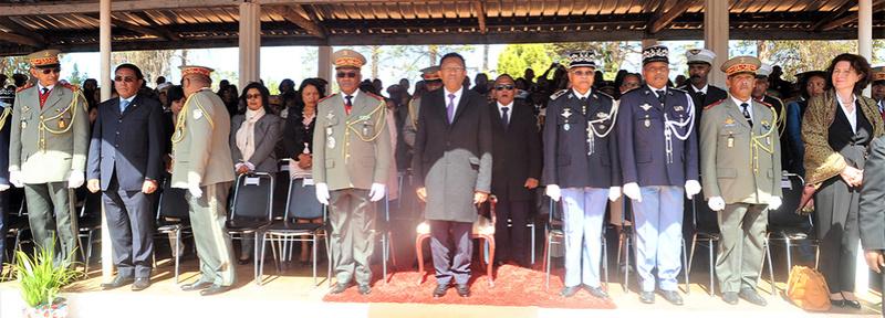 L'armée de Madagascar. - Page 3 2230