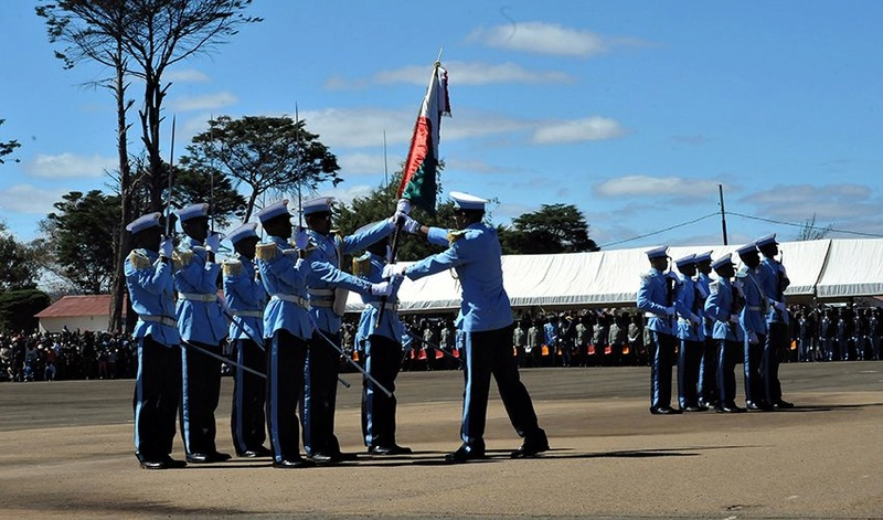 L'armée de Madagascar. - Page 3 2426