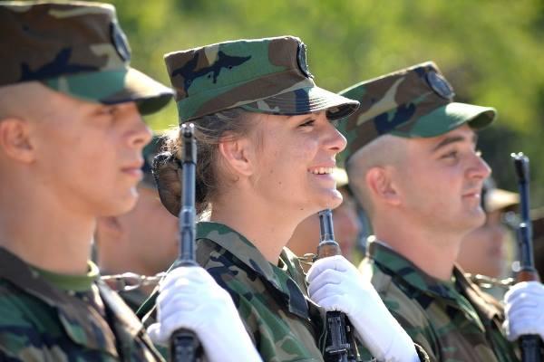 Forces armées moldaves - Page 2 2477