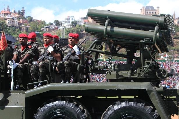 L'armée de Madagascar. - Page 3 2612