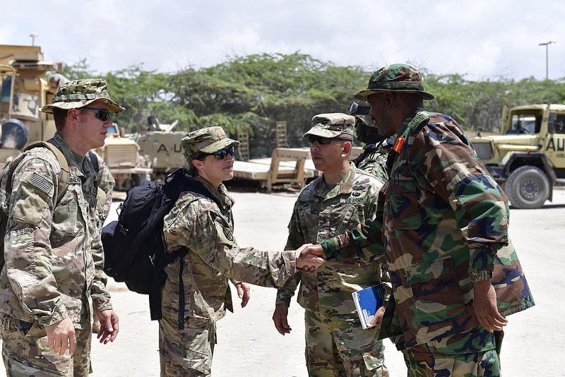 Armée Ougandaise/Uganda Peoples Defence Force (UPDF) - Page 5 442