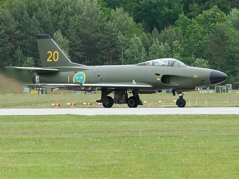 Photos d'avions militaires - Page 27 628