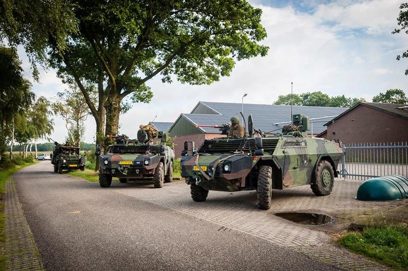 Armée Hollandaise/Armed forces of the Netherlands/Nederlandse krijgsmacht - Page 20 729