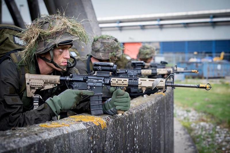 Armée Hollandaise/Armed forces of the Netherlands/Nederlandse krijgsmacht - Page 20 98d28