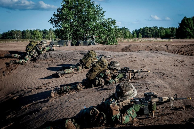Armée Hollandaise/Armed forces of the Netherlands/Nederlandse krijgsmacht - Page 20 98g51