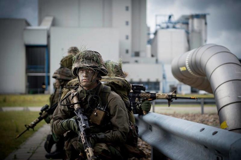 Armée Hollandaise/Armed forces of the Netherlands/Nederlandse krijgsmacht - Page 20 98h31