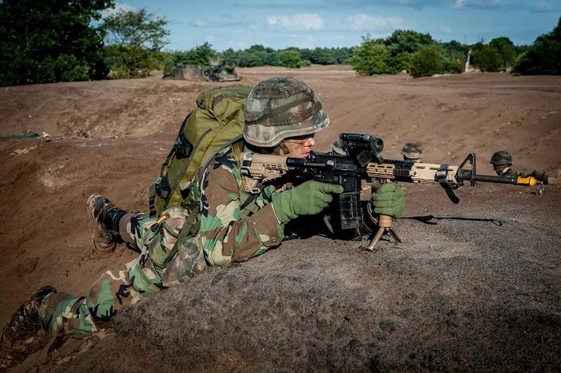 Armée Hollandaise/Armed forces of the Netherlands/Nederlandse krijgsmacht - Page 20 98h32