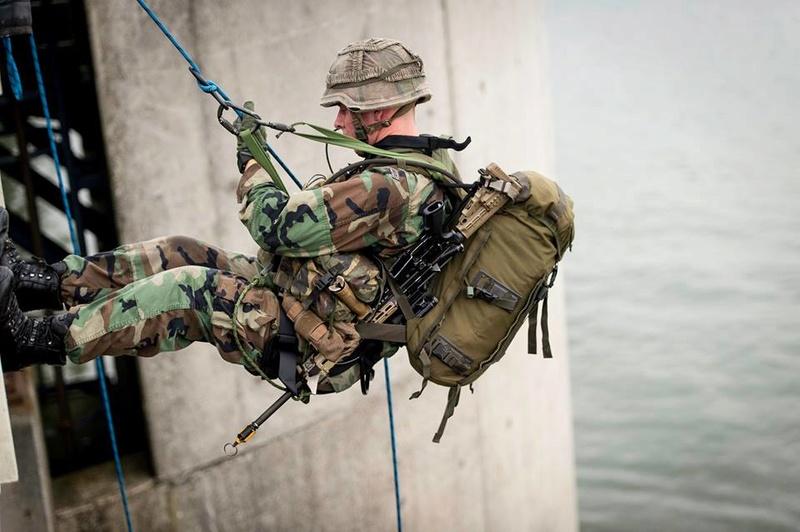Armée Hollandaise/Armed forces of the Netherlands/Nederlandse krijgsmacht - Page 20 99a43
