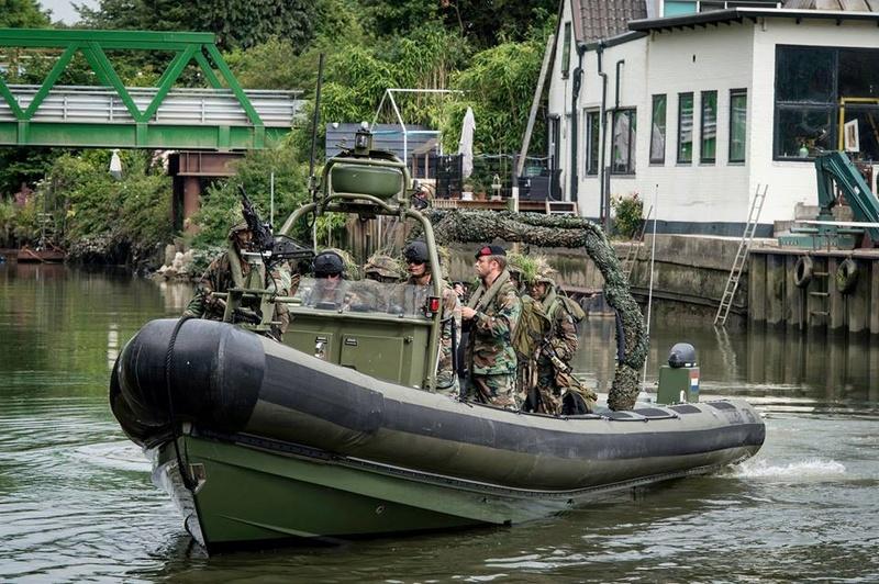 Armée Hollandaise/Armed forces of the Netherlands/Nederlandse krijgsmacht - Page 20 99d24