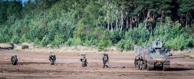 Armée Hollandaise/Armed forces of the Netherlands/Nederlandse krijgsmacht - Page 20 99d25