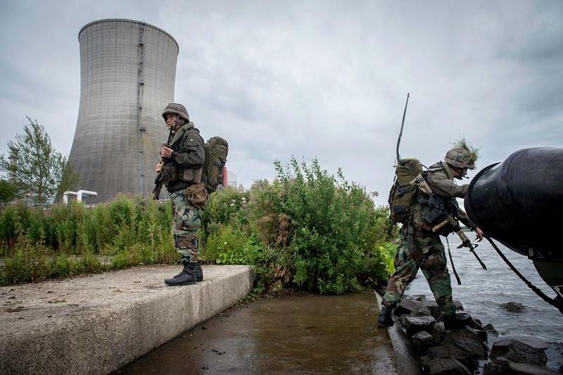 Armée Hollandaise/Armed forces of the Netherlands/Nederlandse krijgsmacht - Page 20 99e24