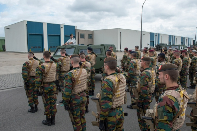 Armée Belge / Defensie van België / Belgian Army  - Page 11 99e39