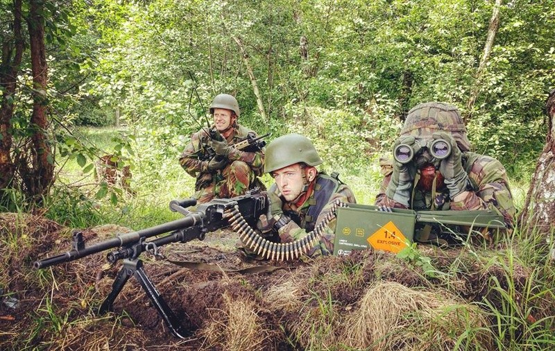 Armée Hollandaise/Armed forces of the Netherlands/Nederlandse krijgsmacht - Page 20 99g40