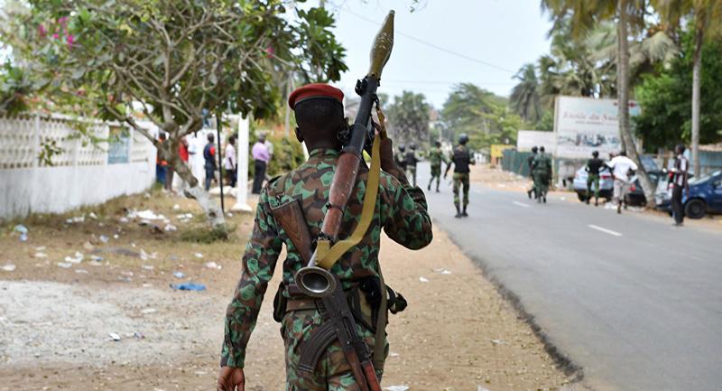 Les Forces de défense et de sécurité de Côte d'Ivoire - Page 5 99h23