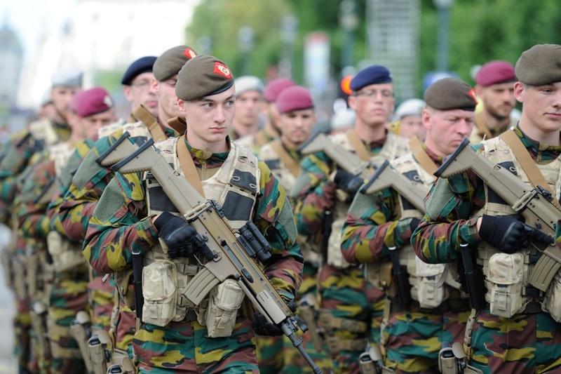 Armée Belge / Defensie van België / Belgian Army  - Page 11 99j13