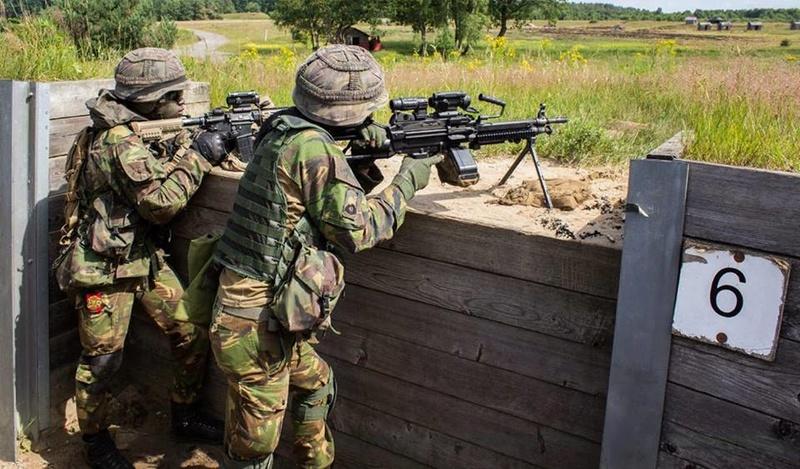 Armée Hollandaise/Armed forces of the Netherlands/Nederlandse krijgsmacht - Page 20 99j16