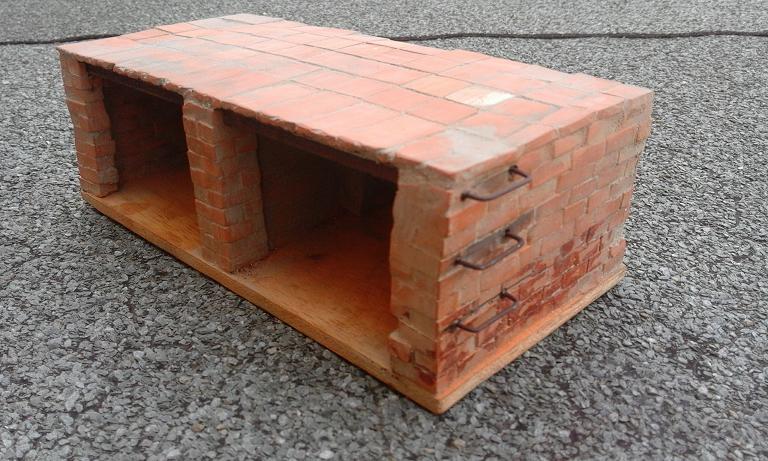 Construcció d'una carbonera d'inspiració lliure. A_1414